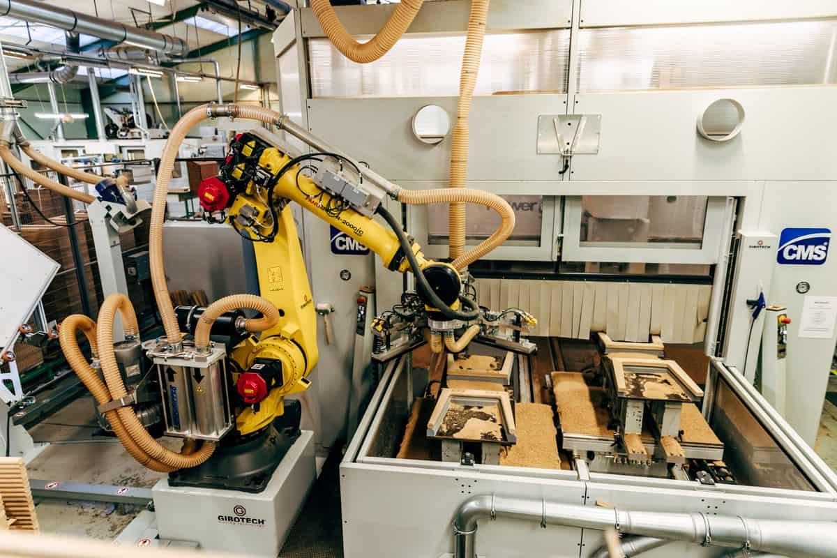 Intelligent maskinbetjening med robot og CNC maskine