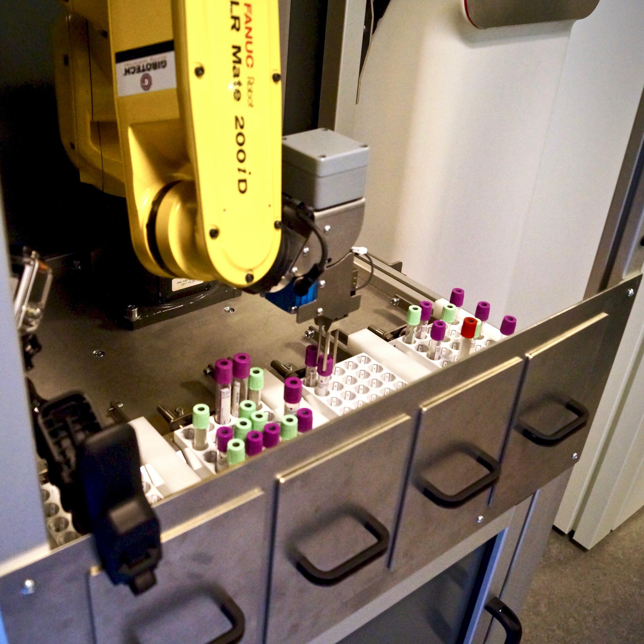 robot til automatisk blodprøvehåndtering